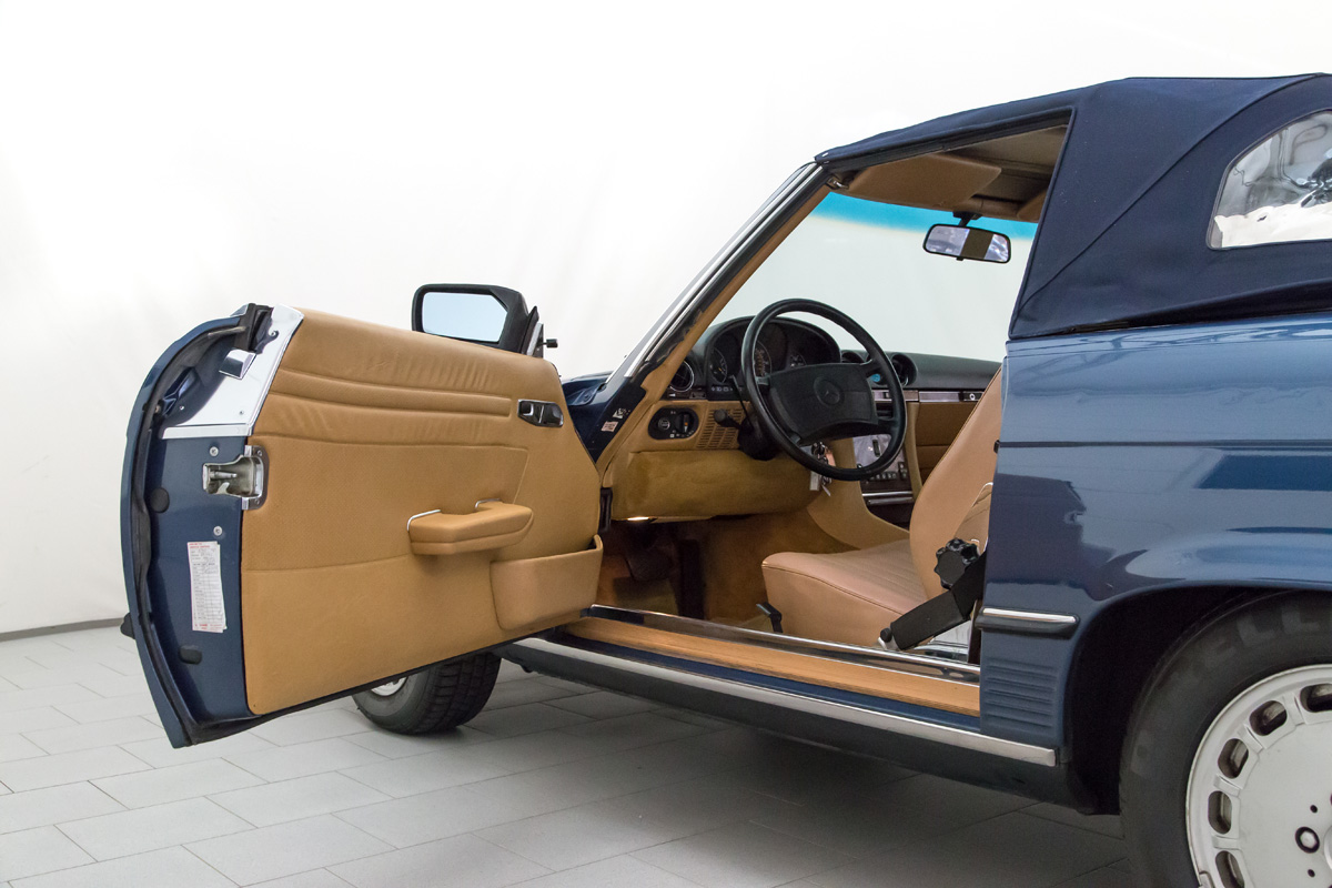 Mercedes benz 560 sl convertible classicbid for Mercedes benz fixed price servicing costs