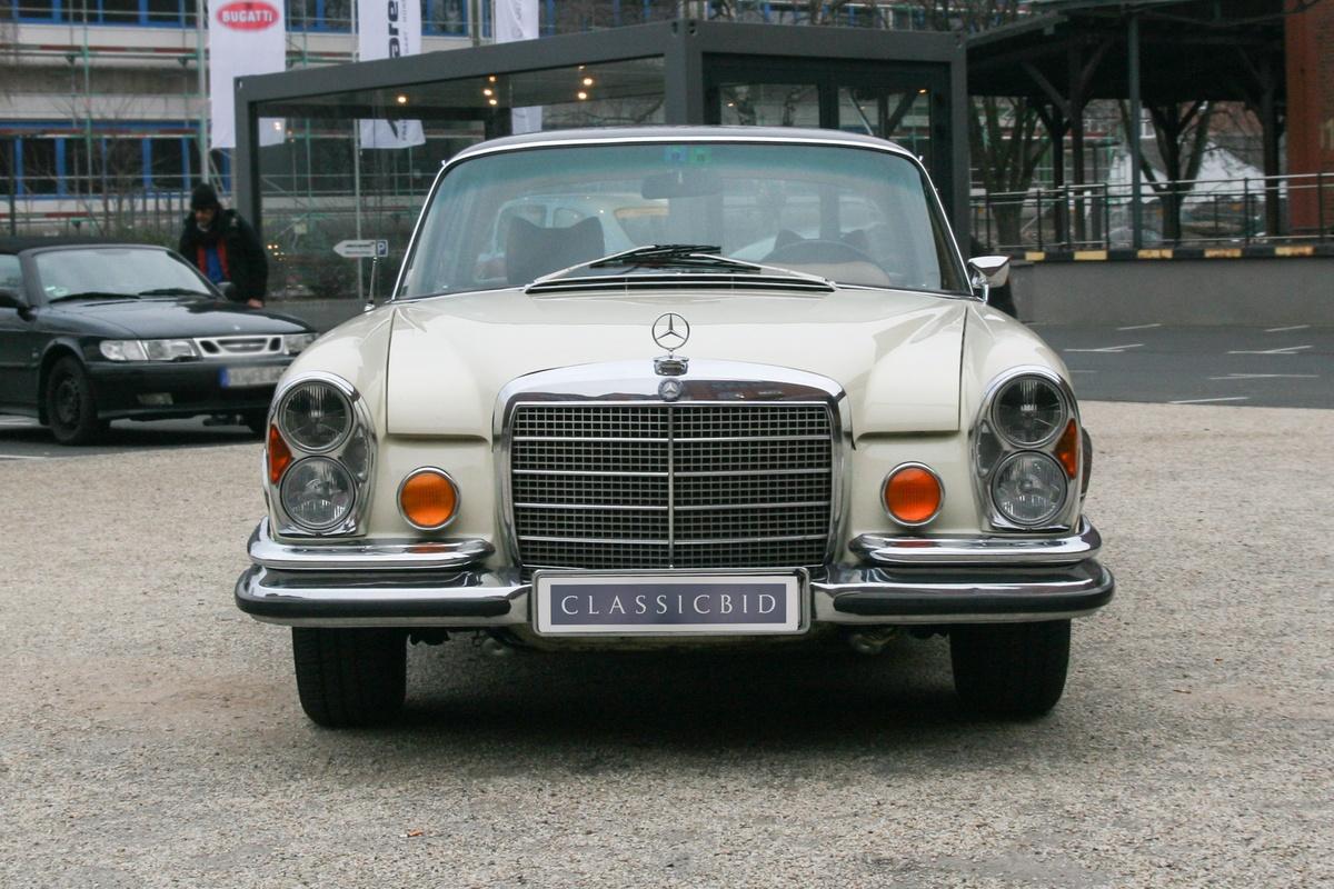 sec 280 Καθίσταται αντιληπτό ότι η βασική έκδοση 280 s ήταν η μοναδική που έφερε καρμπυρατέρ αντί για ηλεκτρονικό ψεκασμό καυσίμου, ενώ ήταν επίσης και η μοναδική έκδοση που δεν είχε στάνταρ.