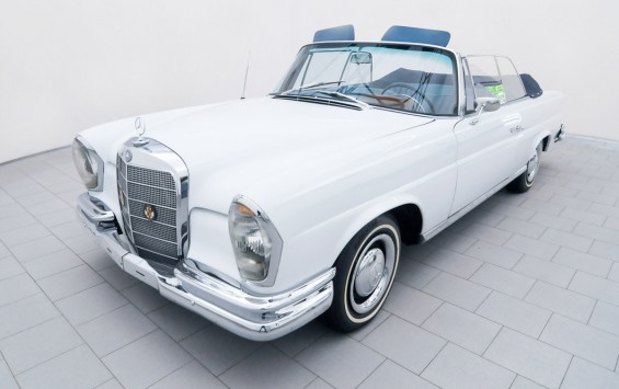 Mercedes-Benz 220 SE Convertible